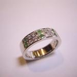 エメラルドとダイヤモンドの指輪にリフォームしました。