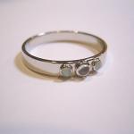 誕生石のオパールを使って指輪をオーダーメイドしました。